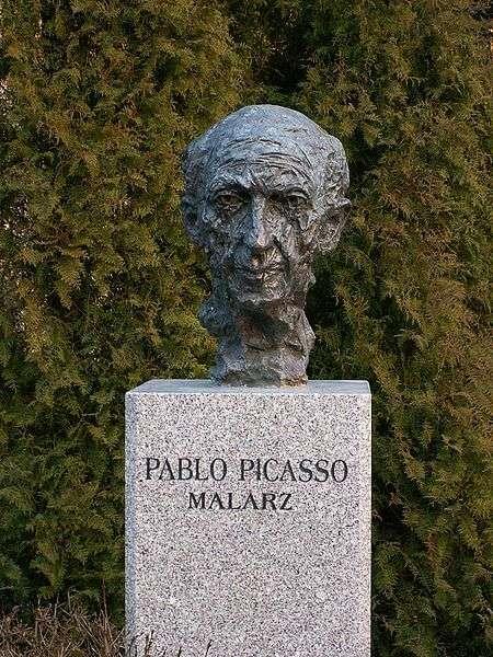 Büste von Pablo Picasso in Celebrity Alley in Kielce, Polen