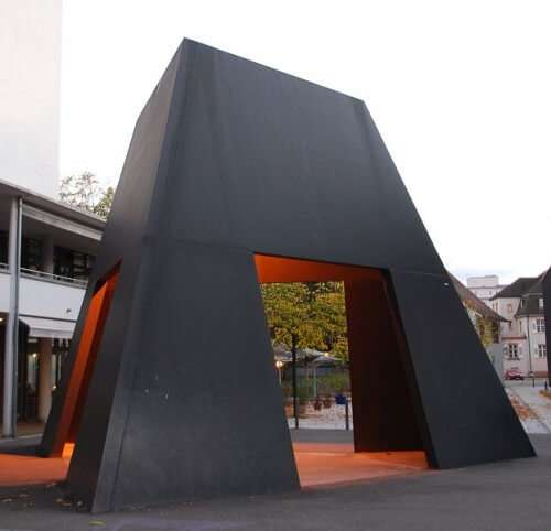 """Truncated Pyramid Room"" in Lörrach, Deutschland"