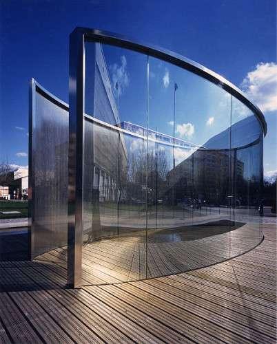 Pavillon des Dan Graham im HWK Mitte (Berlin)