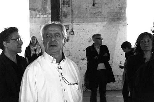 Der südafrikanische Künstler William Kentridge beim Einrichten seiner Installation 'The Refusal of Time' auf der dOCUMENTA 13