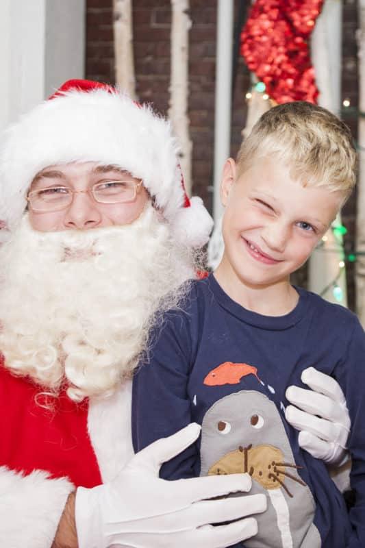 Weihnachtsmann mit Kind