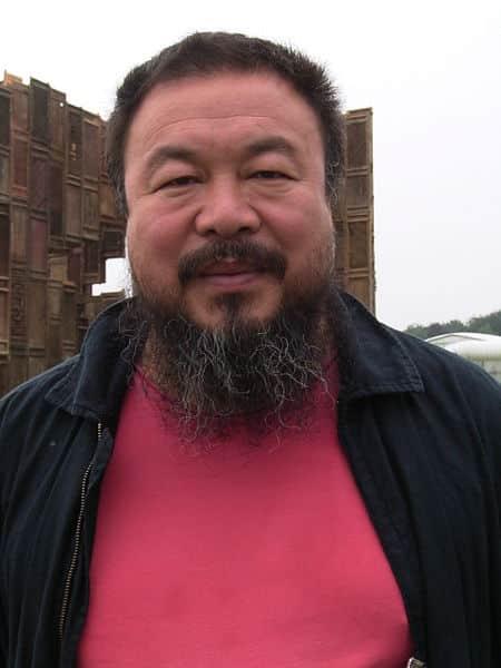 """Ai Wei Wei vor seiner Installation """"Template"""" auf der Documenta 12 im Juni 2007"""