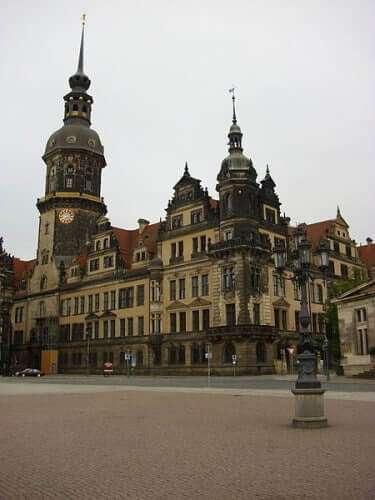 Das Residenzschloss in Dresden östlich vom Zwinger