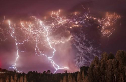 Als der Vulkan Puyehue aktiv wurde, reiste Francisco Negroni in den Süden Chiles um den Ausbruch zu fotografieren