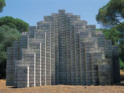"""Cinderblock"", Skulptur von Sol LeWitt"