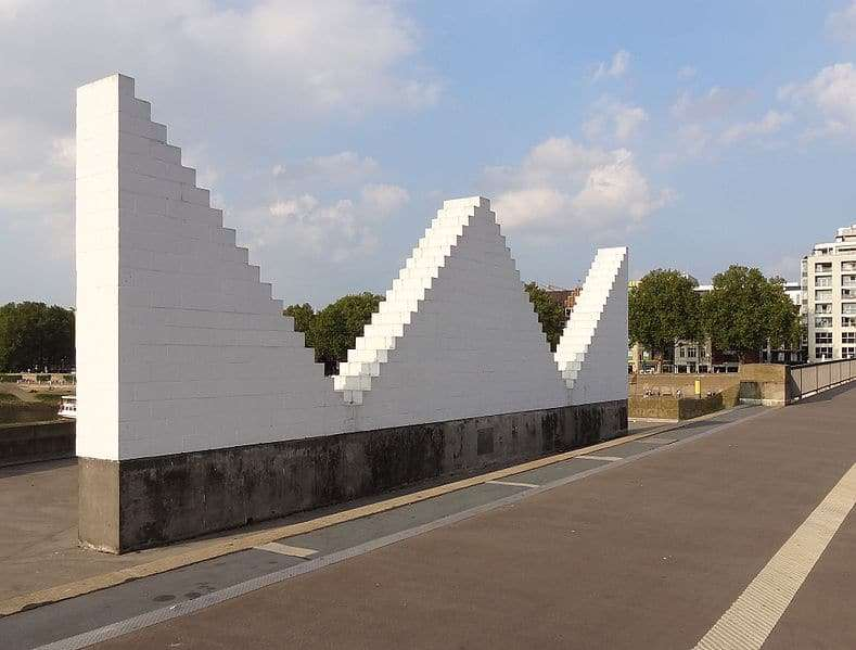 Three Triangles von Sol LeWitt (1994)