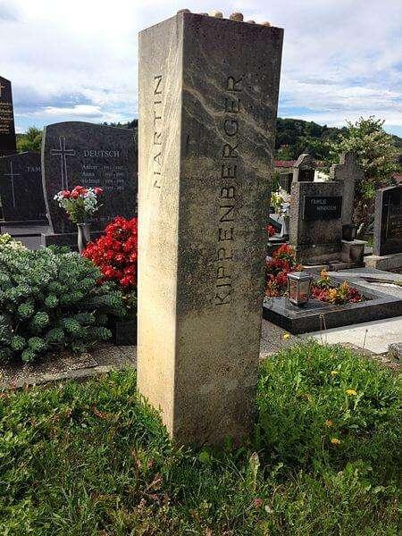 Grab von Martin Kippenberger, Stadtfriedhof Jennersdorf