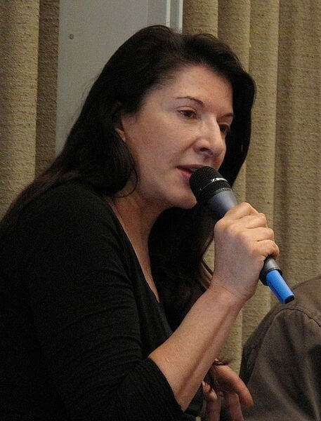 Der Künstler als öffentliche Person in den Medien: Beispiel Marina Abramovic