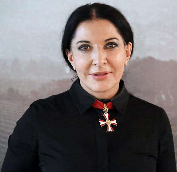 """Marina Abramovic oder """"Der Künstler und seine Geschichte"""""""