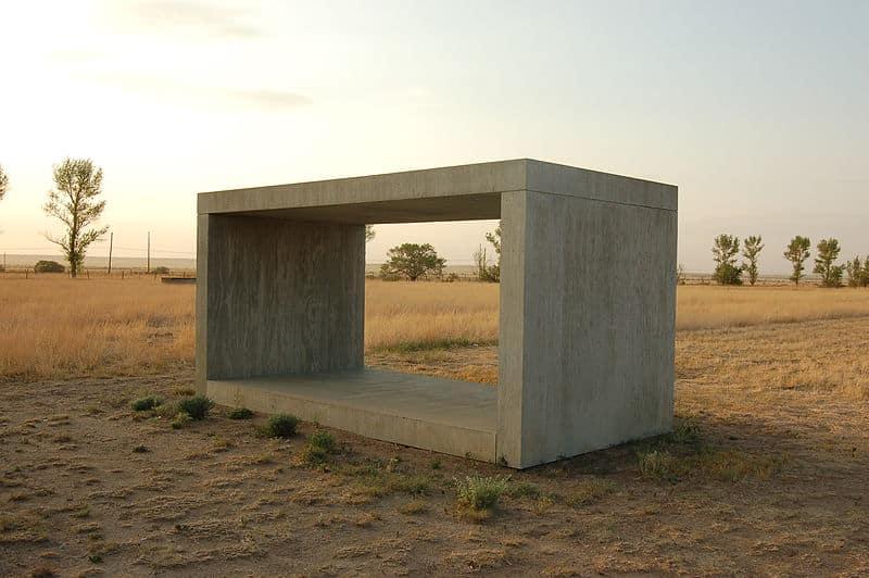 Donald Judd: Ein Blick auf die Essenz der Skulptur