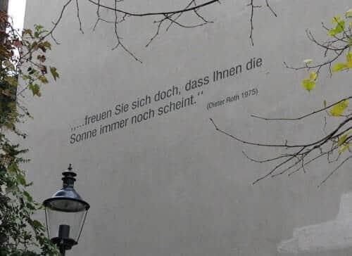 Spruch von Dieter Roth am Andreasplatz in Basel
