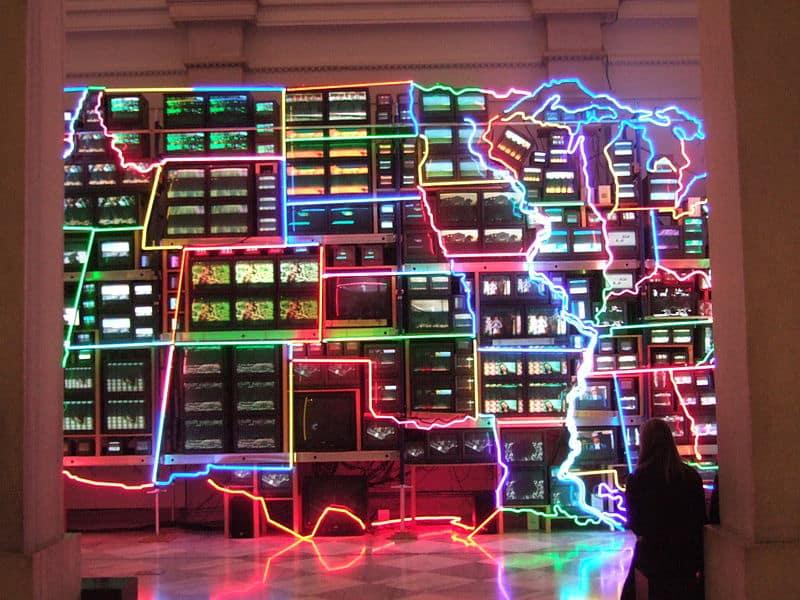 """Der """"Electronic Superhighway"""" von Nam June Paik"""