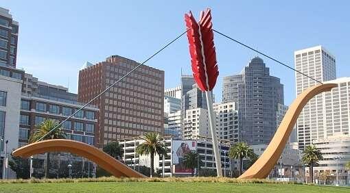 Skulptur Cupid`s Span von Claes Oldenburg und Coosje van Bruggen, San Francisco (USA)