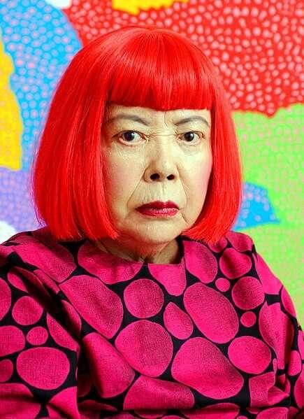 Die japanische Pop Art Künstlerin Yayoi Kusama