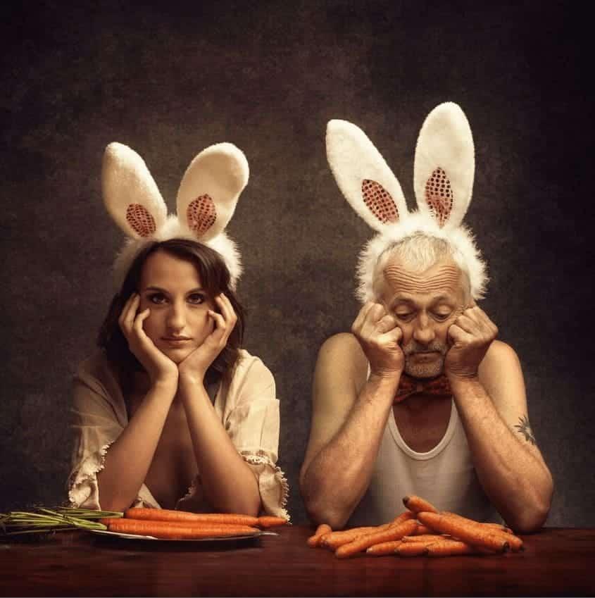 """Dinner / Mr Rabbit Series / Small edition"" - Konzeptuelle Fotografie von Peter Zelei als limit. Giclée Print"
