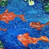 Koi Fische und Wasserlilien