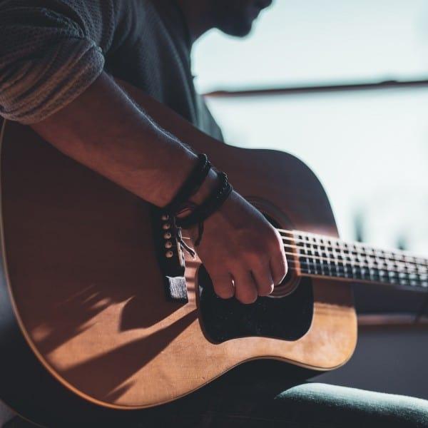 Gitarre lernen: Das sind die typischen Anfängerfehler