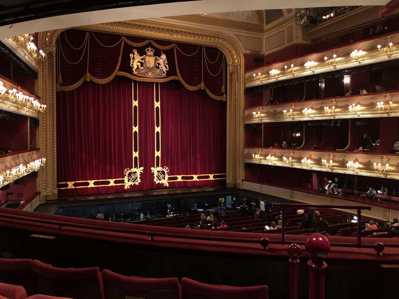 Hier können Sie sich 2021 eine Oper online ansehen Oper bayrische staatsoper