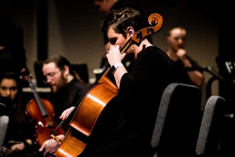 Moderne Ensembles treffen vor jeder Aufführung ihre eigenen Entscheidungen zu Artikulation, Ornamentik und Dynamik bei Barockpartituren