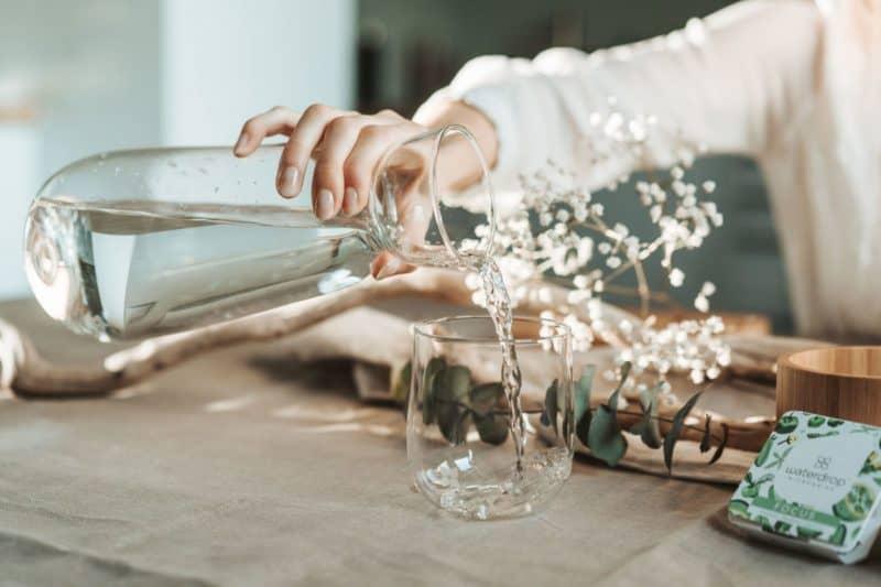 Trinkflaschen und Thermobecher von waterdrop