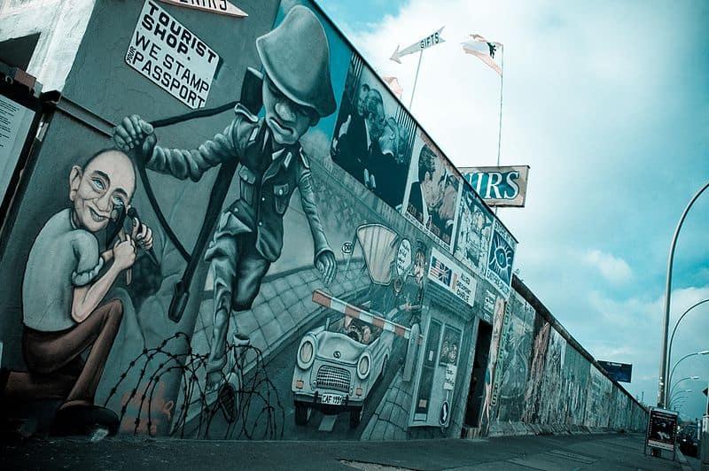 East Side Gallery: Tourist Shop, Urban Art