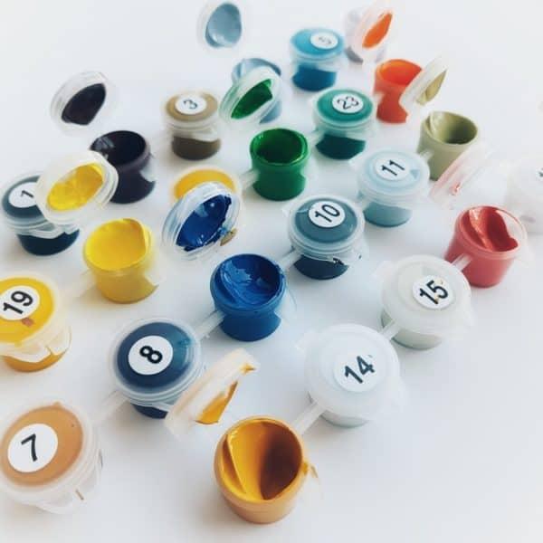 Beim Malen nach Zahlen hat jede Farbe eine Nummer