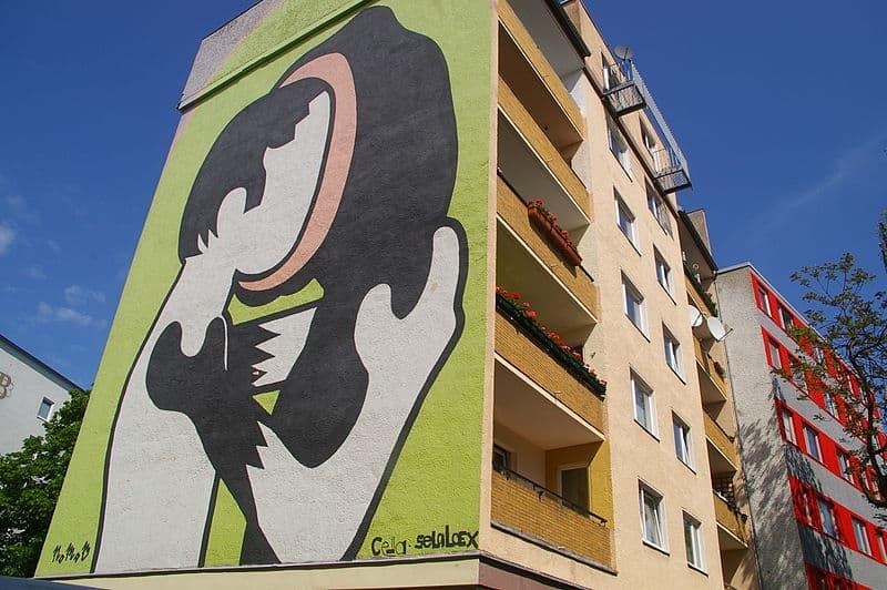 Rounded heads Mural von Nomad in Berlin-Kreuzberg