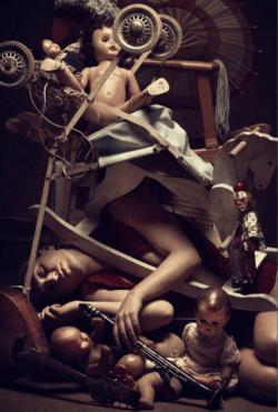 """Buried I. - Limited Edition"" - Konzeptionelle Fotografie von Peter Zelei als Giclée Print"