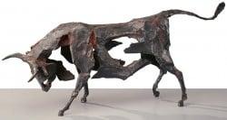 """Bronzeskulptur """"Stier"""" (1995) von Dieter Finke"""