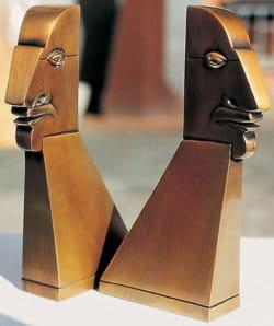 """Bronzeskulpturen """"Kleine Beziehungskiste"""" von Paul Wunderlich"""